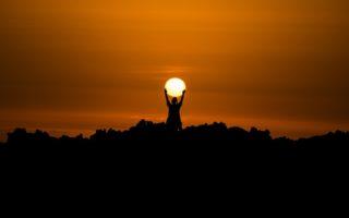 Днес Слънцето все още транзитира в Кардиналните Въздушни Везни 2